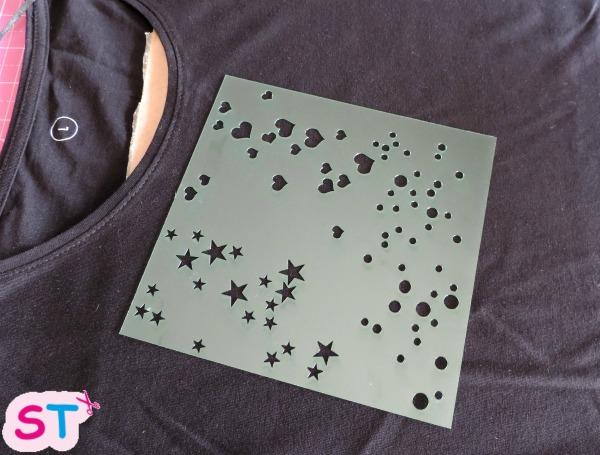 pintar-una-camiseta-con-plantilla-3-scrapeatodo